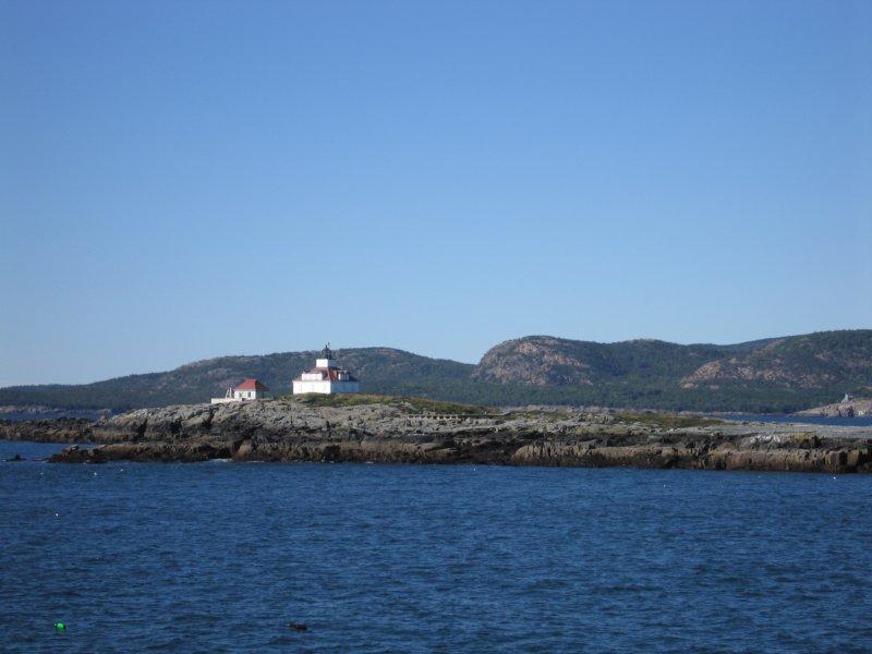 lighthouseonislandbarharbormainesept2005